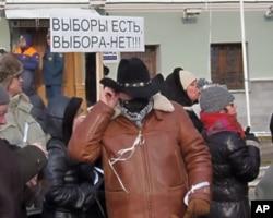 """2月4日莫斯科反政府游行标语:""""有选举,但没有选择"""""""