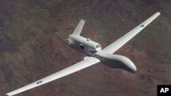 """第一架17型美軍無人駕駛飛機""""全球鷹""""(資料圖片)"""