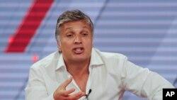 Pablo Paladino, amigo de Jorge Delhon, un abogado que se suicidó el martes, habla en un programa de televisión en Buenos Aires. Nov. 15, 2017.