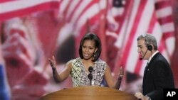 Đệ nhất phu nhân Michelle Obama trong cuộc kiểm tra âm thanh trên sân khấu của Đại hội Toàn quốc Đảng Dân chủ ở Charlotte, North Carolina, ngày 3 tháng 9, 2012