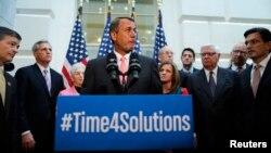 Ketua DPR AS John Boehner bersama anggota DPR fraksi Republik memberikan keterangan soal usulan mengenai kenaikan pagu utang AS, Kamis (10/10).