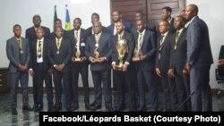 Ba Léopards ya baskatball baye balongaki édition ya yambo ya AfroCan bayambami na mokonzi ya mboka Félix Tshisekedi, na cité ya union africaine, Kinshasa, 3 août 2019. (Facebook/Léopards Basket)