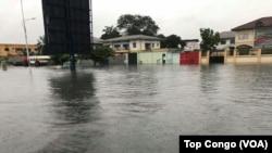 Le quartier résidentiel de Limete sous les eaux d'inondations, à Kinshasa, le 4 janvier 2017. (VOA/TopCongo)