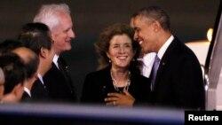 奧巴馬總統抵達日本訪問﹐中為美國駐日大使肯尼迪。