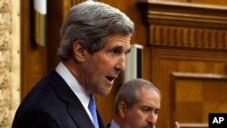 Ngoại trưởng Hoa Kỳ John Kerry nói chuyện tại cuộc họp báo chung với Ngoại trưởng Jordan Nasser Judeh ở Amman