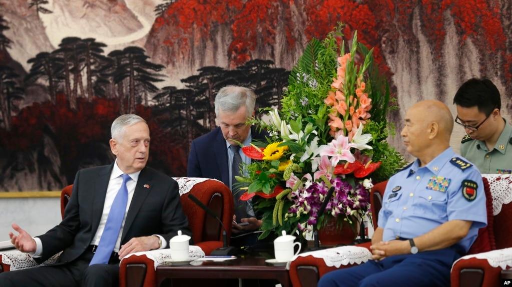 2018年6月28日,美國國防部長吉姆·馬蒂斯在北京八一大樓與中國中央軍委排名第一的副主席許其亮會談。 這是四年來美國國防部長首次訪華。
