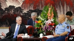 2018年6月28日,美國國防部長吉姆·馬蒂斯在北京八一大樓與中國中央軍委排名第一的副主席許其亮會談。這是四年來美國國防部長首次訪華。