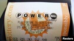 Tres boletos ganaron el Powerball. Cada uno recibirá alrededor de $ 175 millones de dólares.