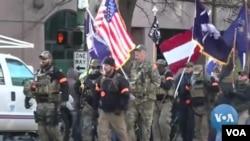 Arhiva - Desentine hiljada ljudi na protestu u znak podrške Drugom amandmanu i pravu na nošenje oružja, u Vašingtonu, 21. januara 2020.