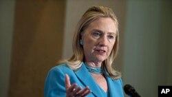 美国国务卿希拉里·克林顿12月1号在缅甸举行记者会
