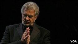 Domingo tuvo el respaldo musical de la Filarmónica y la Orquesta Estable del Teatro Colón, que accedieron a acompañarlo en el Obelisco.