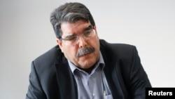 Solih Muslim, Demokratik ittifoq partiyasi rahbari Turkiyada muzokara o'tkazmoqda.