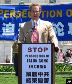 费尔普斯呼吁中国做个有信心的政府