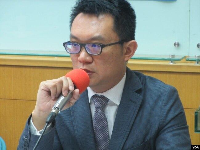 台灣兩岸政策協會秘書長王智盛(美國之音張永泰拍攝)