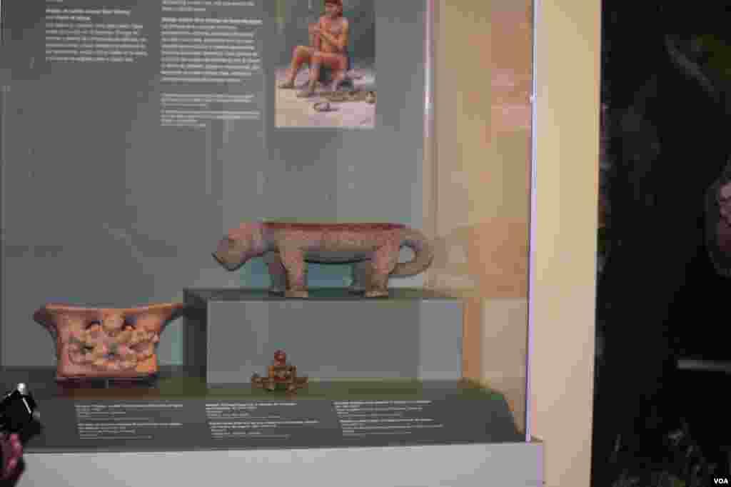 Asiento de metate de Gran Chiriquí en forma de jaguar utilizado por el cacique, 100-1500 dC. Cerca de Bugabita Arriba, Provincia de Chiriquí, Panamá. Piedra. Comprado por Frank Utley para George Heye, 1905.
