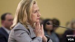La secretaria de Estado, Hillary Clinton, fue interpelada por varios congresistas.