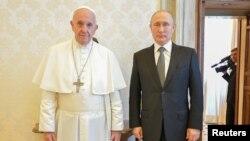 Папа римский Франциск и президент России Владимир Путин. Ватикан, 4 июля 2019 г.