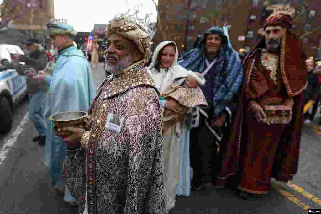 En el desfile en Harlem, Nueva York, estuvieron también presentes personas representando a la virgen María, San José y los Tres Reyes Magos.