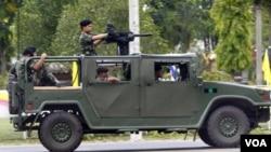 Tentara Thailand siaga di provinsi Surin, dekat perbatasan dengan Kamboja. Para komandan pasukan di lapangan menyepakati gencatan senjata, Kamis (28/4).