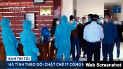 Chính quyền địa phương TX Kỳ Anh, Hà Tĩnh kiểm tra thân nhiệt các công nhân Trung Quốc tại một khách sạn. Photo VTC