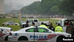 美国国会警察包围那辆冲国家大草坪的白色小卡车(2016年5月17日)