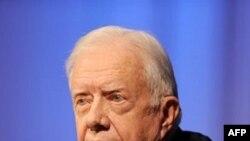 Một nữ phát ngôn viên tại phi trường quốc tế Cleveland Hopkins cho biết cựu Tổng thống Carter được nhân viên cứu cấp đưa ra khỏi máy bay