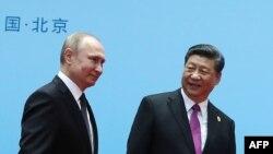 Le président chinois Xi Jinping (à droite) et le président russe Vladimir Poutine à Beijing le 27 avril 2019.