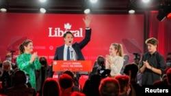 加拿大总理特鲁多赢得连任后向支持者致意(路透社2021年9月21日)