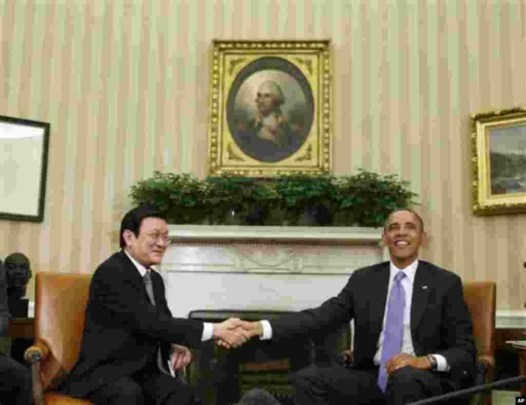Tổng thống Obama và Chủ tịch Việt Nam Trương Tấn Sang tại Tòa Bạch Ốc, ngày 25/72/013.