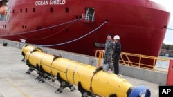 ေရေအာက္မွာ ေပ်ာက္ဆံုးမေလးရွားေလယာဥ္ MH370 က Black Box ကိုရွာေဖြေနၾကစဥ္။