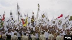 Kampanye Partai Keadilan Sejahtera, sebagai salah satu partai Islam dalam pemilu 2009. Pemilu yang tertib dan damai di Indonesia menunjukkan bahwa Islam dan demokrasi bisa berjalan seiring.
