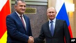 Владимир Путин и Анатолий Бибилов