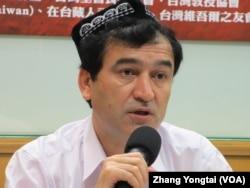 世界维吾尔代表大会日本代表 依里哈木( 美国之音 张永泰拍摄)