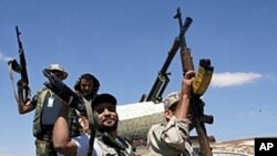 바니 왈리드 주변을 지키는 시민군