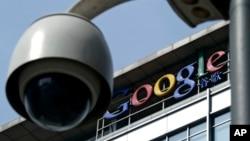 Hasta ahora, Google revisa las interacciones entre los usuarios de Gmail y después les exhibe anuncios relacionados con temas de los que hayan conversado.