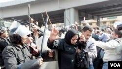 Manifestasyon Kontinye ann Ejipt Pou Mande Fen Gouvènman Moubarak la