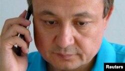 រូបឯកសារ៖ លោក Dorkun Isa មេដឹកនាំសកម្មជន Uighur ដ៏លេចធ្លោម្នាក់ កំពុងនិយាយទូរស័ព្ទ នៅឯអង្គការរបស់លោក ក្នុងទីក្រុង Munich ឆ្នាំ២០១៦។