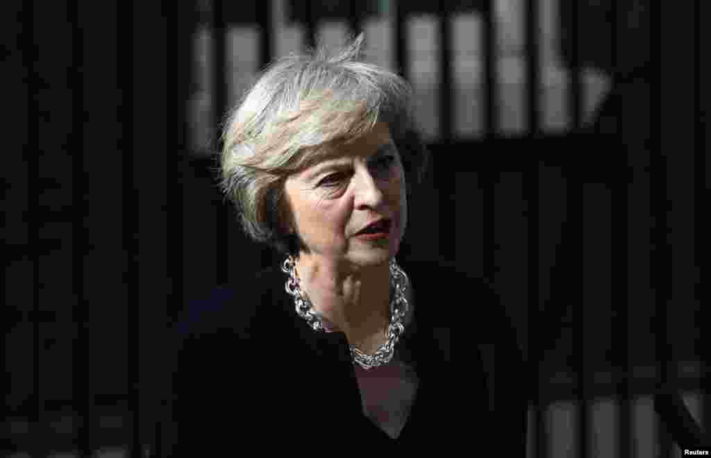 سابق وزیر داخلہ تھیریسا مے قدامت پسند پارٹی کی پہلی خاتون وزیر اعظم مارگریٹ تھیچر کے بعد برطانیہ کی دوسری خاتون وزیر اعظم ہیں جنھوں نے 1979 سے 1990 تک ملک کی باگ ڈور سنبھالی تھی۔