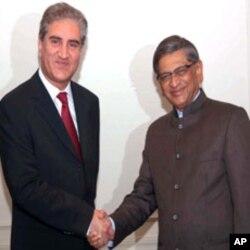 وزیر خارجہ کرشنا اور پاکستانی ہم منصب قریشی (فائل فوٹو)