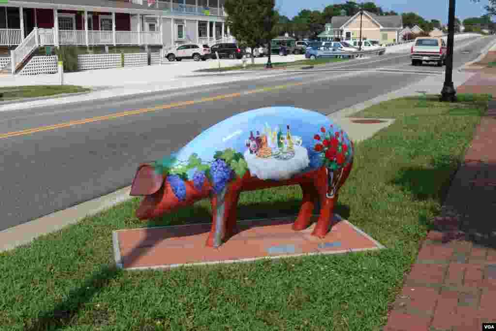 与猪有关的艺术品(美国之音龚小夏拍摄)