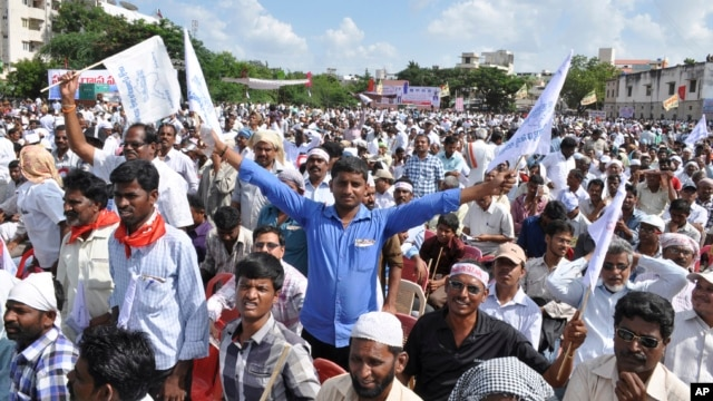Supporters of 'United Andhra Pradesh' shout slogans during a protest at Karnool district in Andhra Pradesh state, India, Oct. 7, 2013.
