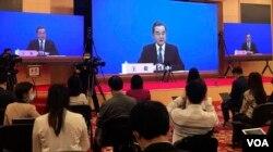 中国外长王毅在全国人大会议视频记者会上讲话。(2020年5月24日)