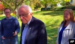 민주당 대선후보 경선 주자인 버니 샌더스 상원의원이 8일 버몬트주 벌링턴에 있는 집밖에서 기자들의 질문에 답하고 있다.