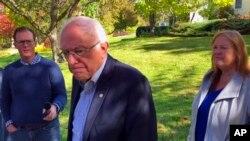 Kandidat capres dari Partai Demokrat, Senator Bernie Sanders, memberikan keterangan kepada wartawan di luar rumahnya, di Burlington, Vermont, 8 Oktober 2019.
