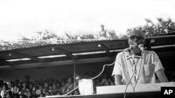 Aristides Pereira, num comício, em Cabo Verde, nos anos 70