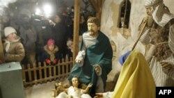 Gradjani na trgu u hladnoj Moskvi