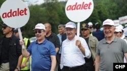 Serokê CHP'ê Kemal Kılıçdaroğlu li meşa bo edaletê