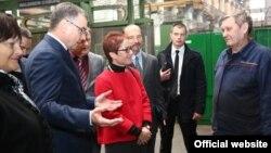 """Посол США Марі Йованович відвідує завод """"Турбоатом"""" у #Харкові"""
