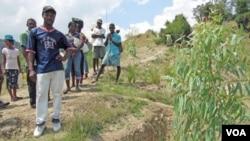 Para petani tradisional di Haiti kawatir akan pengaruh masuknya perusahaan multinasional.