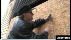 危險房屋要用木板封住